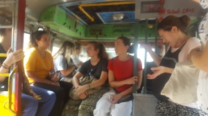 Volontarie in viaggio verso Shanti Dan