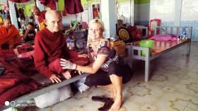 Sarka inttrattiene un monaco, paziente nel Rainbow Hospital