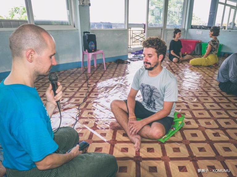 Ignazio durante la sessione di meditazione